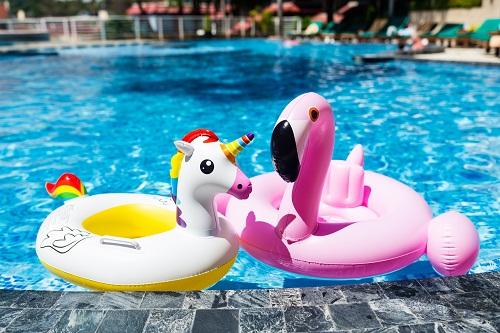 une piscine esthétique et fonctionnelle avec piscinewebstore
